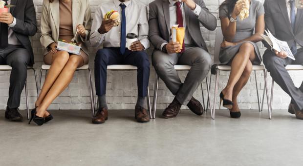 Ile czasu przeznaczamy na jedzenie w pracy? Wyniki dużo mówią