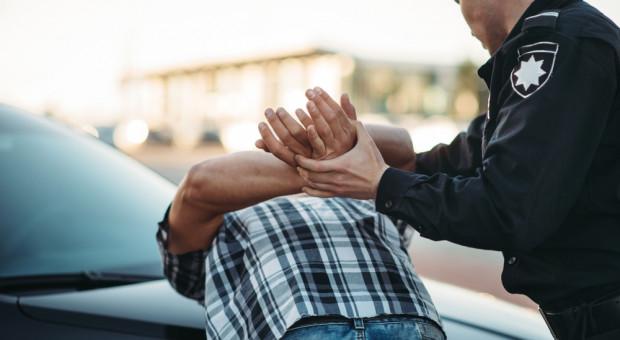 Policjant aresztowany pod zarzutem usiłowania zabójstwa zwolniony ze służby