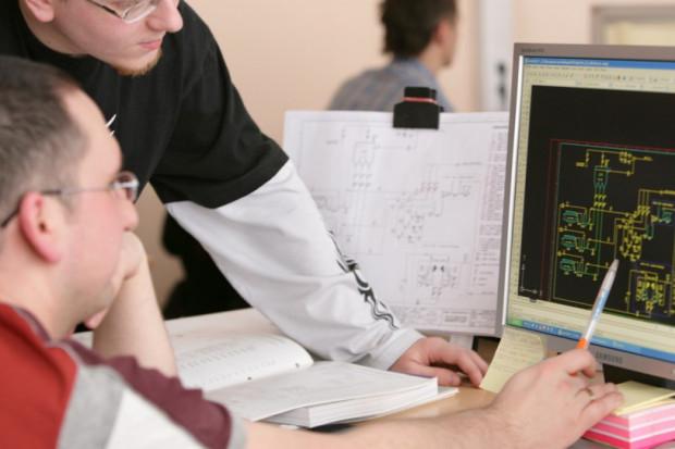 Studia informatyczne biją rekordy popularności. Na rynku wciąż jednak brakuje specjalistów