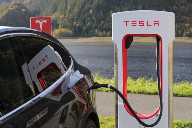 Tesla da zatrudnienie w Szanghaju