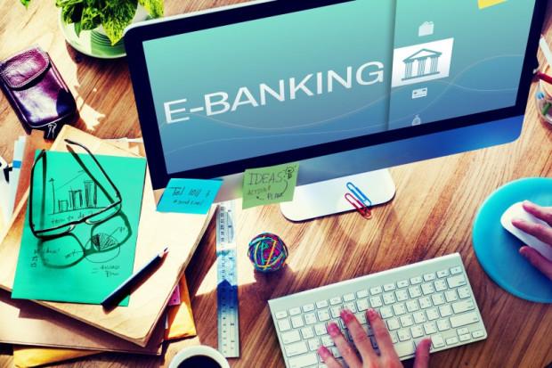 Technologia rewolucjonizuje bankowość. Banki oszczędzą miliardy dolarów