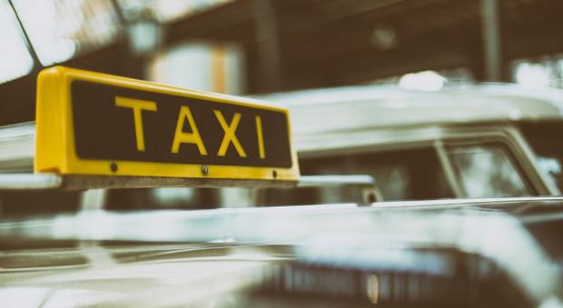 Rozpoczął się protest taksówkarzy, przejadą z Bielan na Ursynów