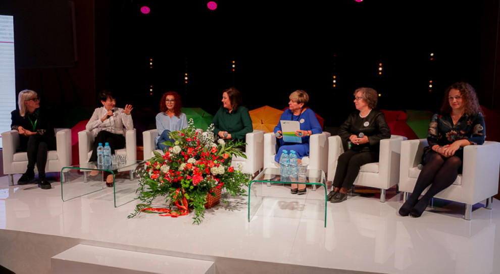 Praca, wiek, internet - wyzwań sporo, ale kobiety pokazują swoją siłę