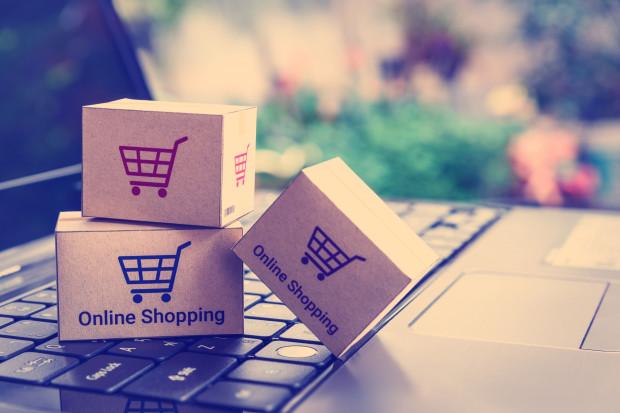 Handel w internecie kwitnie. Wiemy, co napędza ten trend