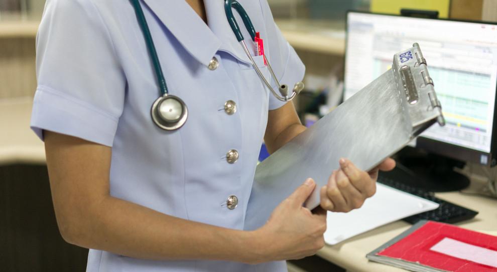 Ile tak naprawdę zarabiają pielęgniarki w Polsce?