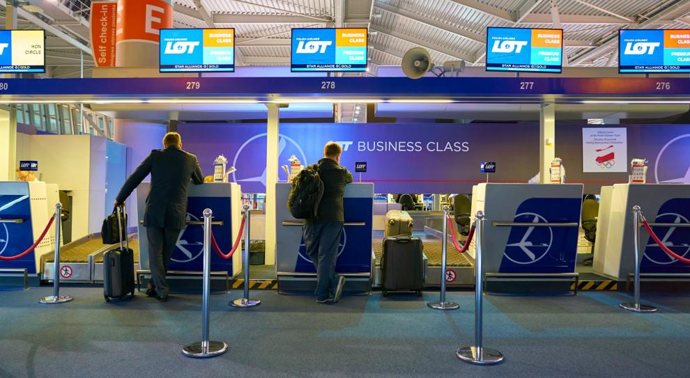 Firmy lotnicze mają swoją specyfikę, szczególnie LOT, który jest jedyną tego rodzaju firmą w Polsce. (Fot. Sorbis/Shutterstock)