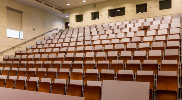 Resort nauki: na uczelniach potrzebna jest dekomunizacja