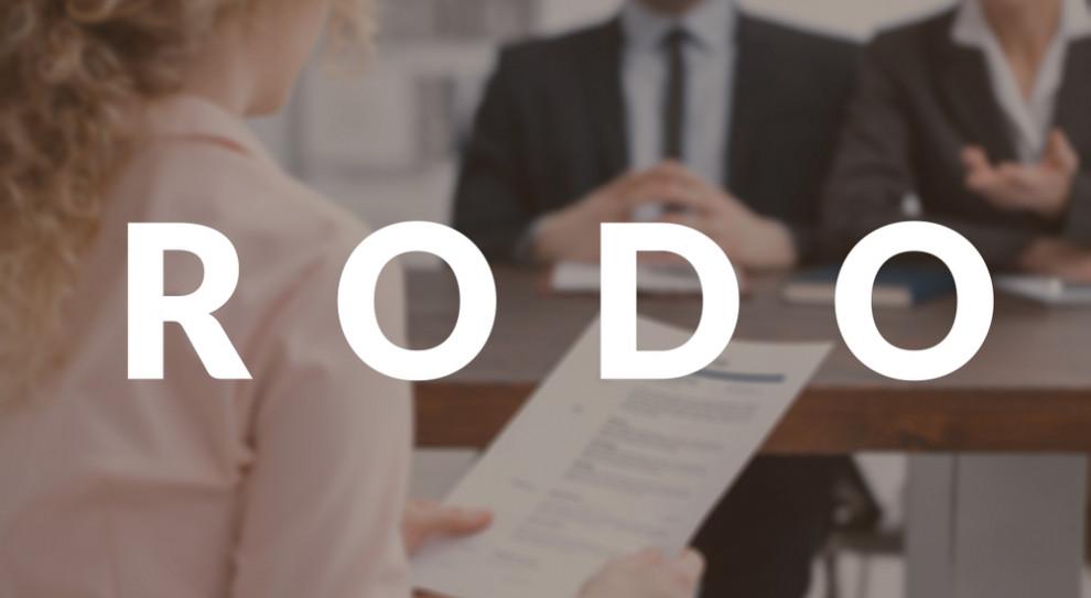 Nowe legitymacje dla 250 pracowników UODO. Koszt to ponad 30 tys. zł