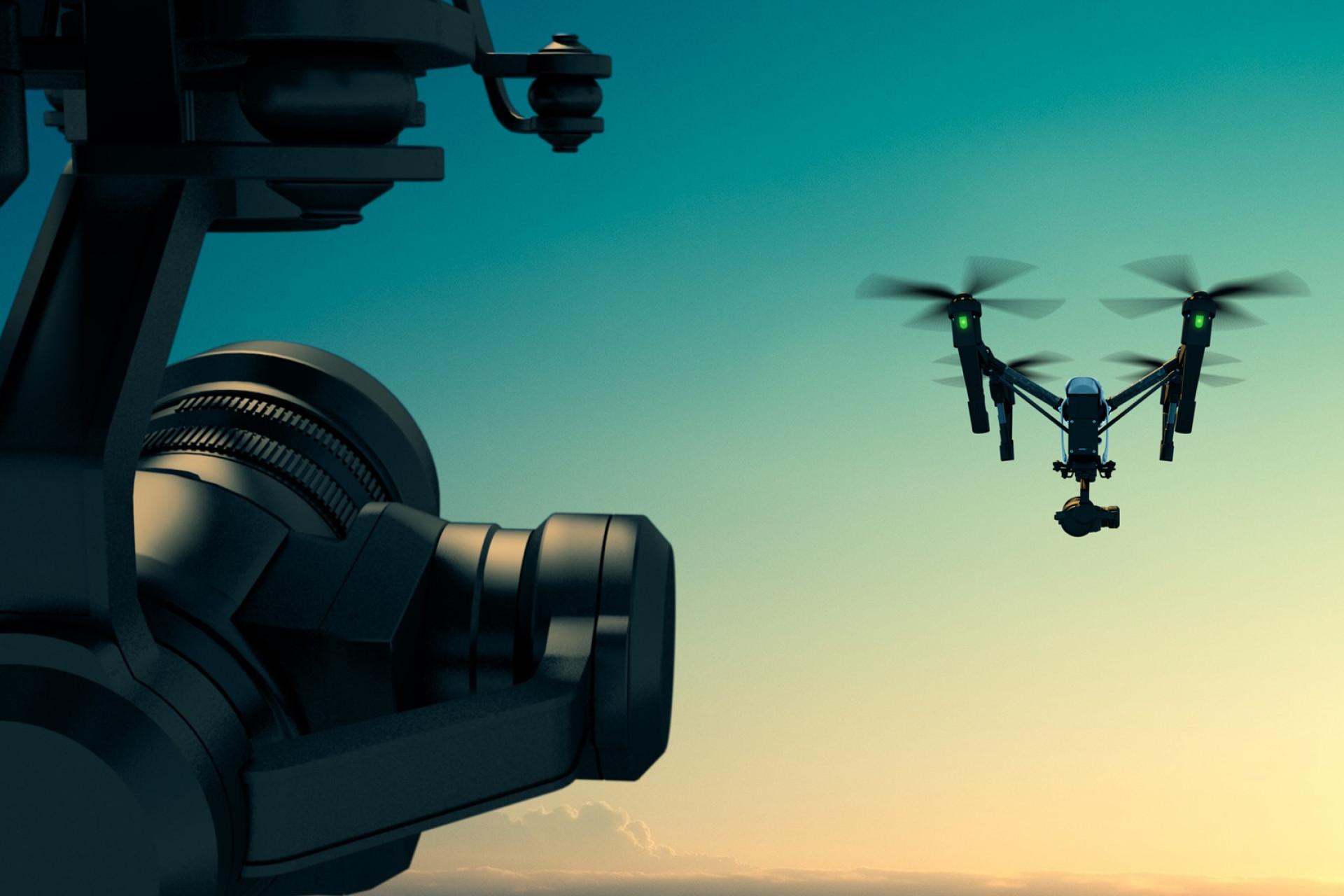 Bezzałogowe samoloty pozwalają na uzyskanie widoku z góry elementów trudno dostępnych bez konieczności montowania rusztowań. (fot. pixabay.com)