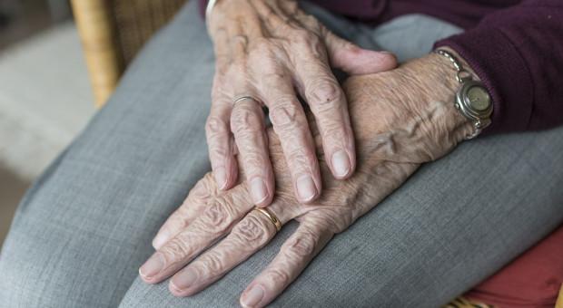 Opiekunka z MOPS-u, która miała bić 80-latkę, nie przyznaje się do winy