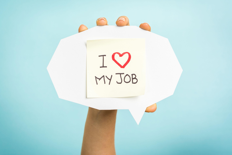 6 na 10 osób deklaruje, że nie chce zmieniać obecnej pracy, bo ją lubi. (Fot. Shutterstock)