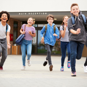 """Reforma edukacji uderzyła w prywatne szkoły. """"Tak trudno o nauczyciela jeszcze nie było"""""""