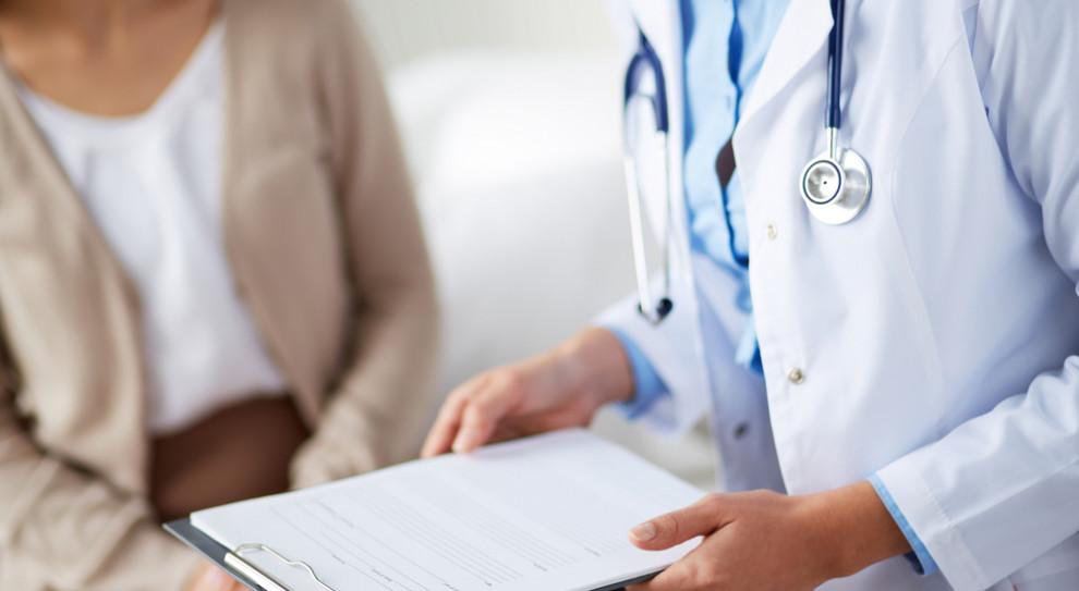 Lojalki nie zamykają lekarzom drogi do pracy na kontraktach. Wystarczy wpis na specjalną listę
