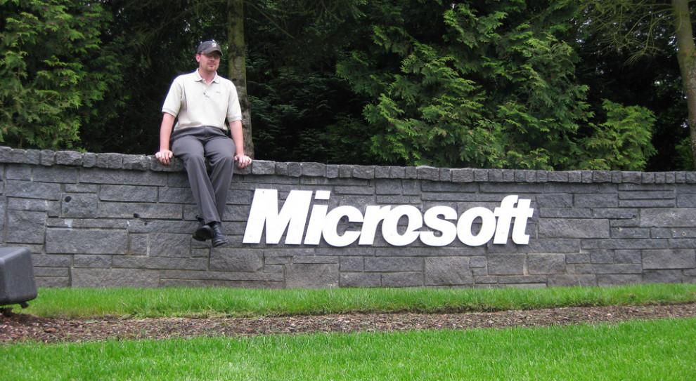 Microsoft chce zwiększyć różnorodność w swoich zespołach. Robi to rocznym dodatkiem do płacy
