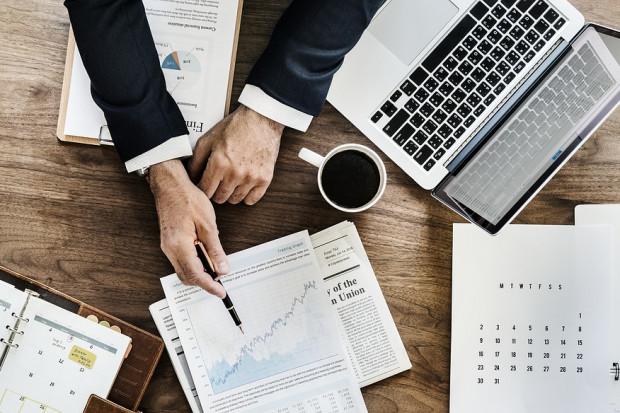 Październik pod znakiem wzrostu płac i zatrudnienia w przedsiębiorstwach