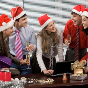 Pracownicy czekają na świąteczne prezenty od pracodawców