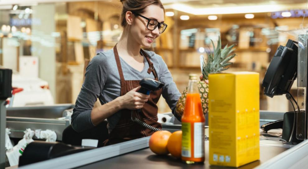 Wzmożone zapotrzebowanie na pracowników przed świętami jest widoczne w handlu i usługach. (Fot. Shutterstock)
