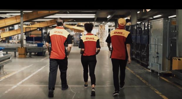DHL stawia na różnorodność. Szuka kurierów wśród kobiet