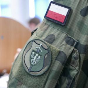 Rośnie liczba kobiet stawiających się do kwalifikacji wojskowej