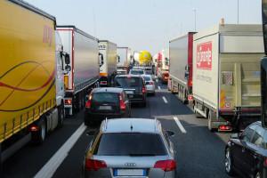 Pracownicy firm transporowych utknęli na przejściach granicznych z Ukrainą