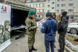 Trwa rekrutacja do wojska. Żołnierze szukają chętnych w całym kraju