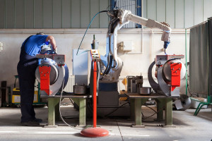 Roboty podnoszą pensje pracowników. Naukowcy mają dowody