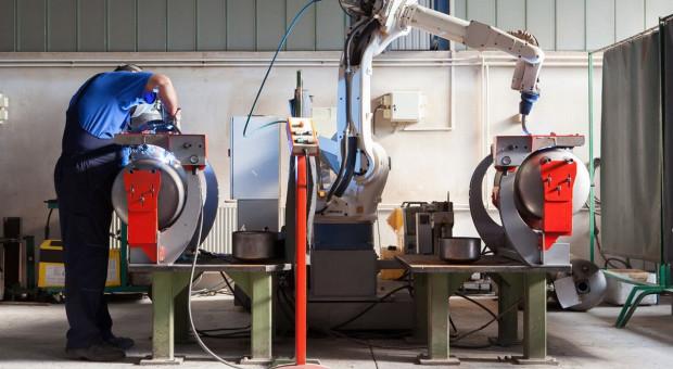 Automatyzacja i robotyzacja niezbędna.  Nie oznacza wypierania ludzi z miejsc pracy