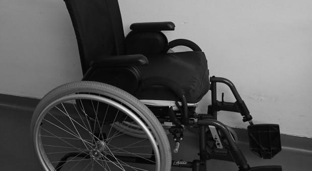 Niepełnosprawność barierą w zatrudnieniu. 460 tysięcy pracujących niepełnosprawnych to za mało