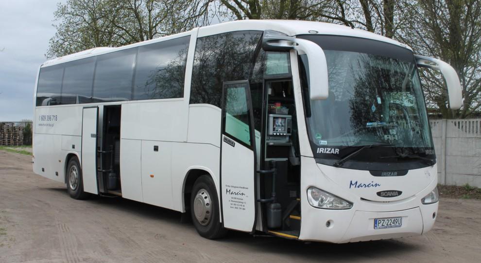 Takimi autobusami tytoniowy gigant wozi pracowników do zakładu (fot. Imperial Tobacco Polska)