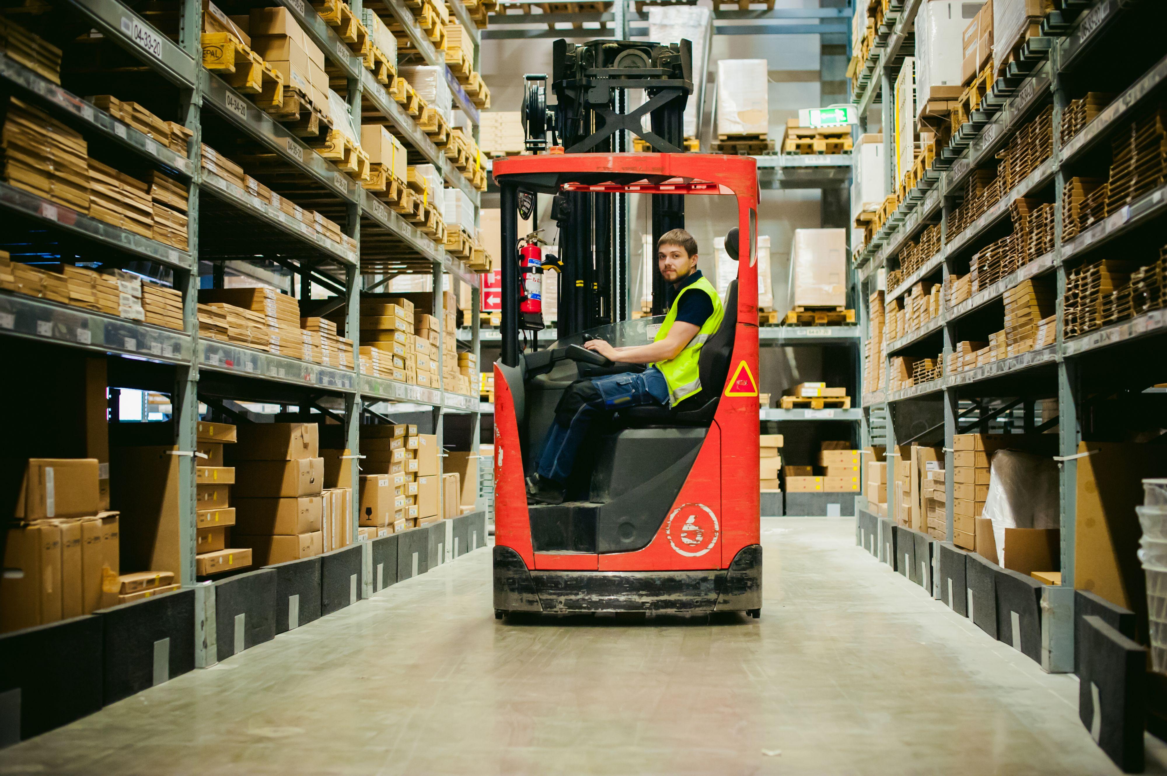 Każda z zapytanych branż - produkcyjna i handlowa oraz logistyczna oczekuje od technologii przede wszystkim zwiększenia wydajności operacji magazynowych. (Fot. Shutterstock)