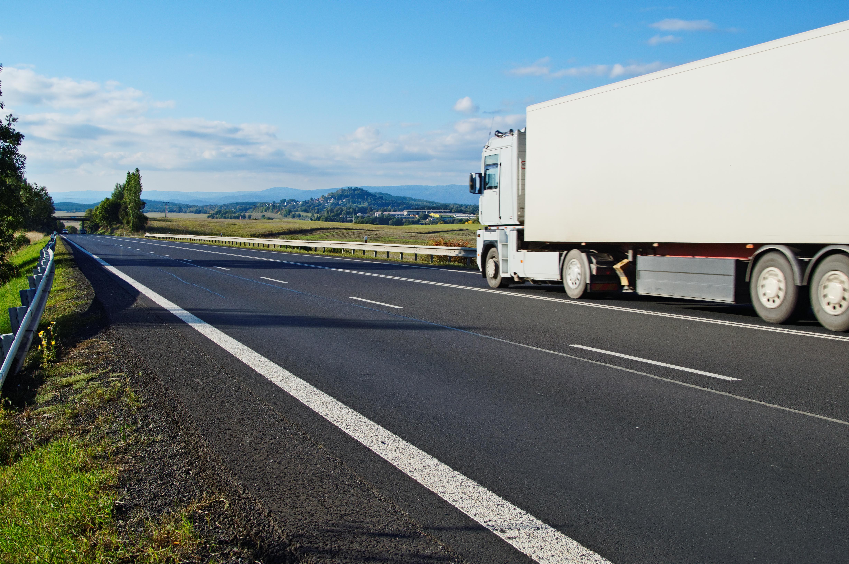 Pojazdy wykonujące przewozy międzynarodowe będą musiały wracać co 4 tygodnie do bazy eksploatacyjnej przewoźnika w państwie, w którym ma on siedzibę. (Fot. Shutterstock)