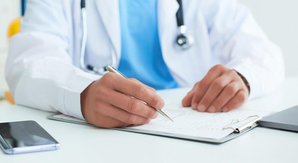 Sprawa lekarzy fałszujących dokumentację medyczną znów przed sądem