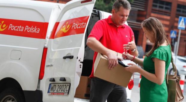 6 tys. kurierów Poczty Polskiej dostarcza paczki. A będzie jeszcze więcej