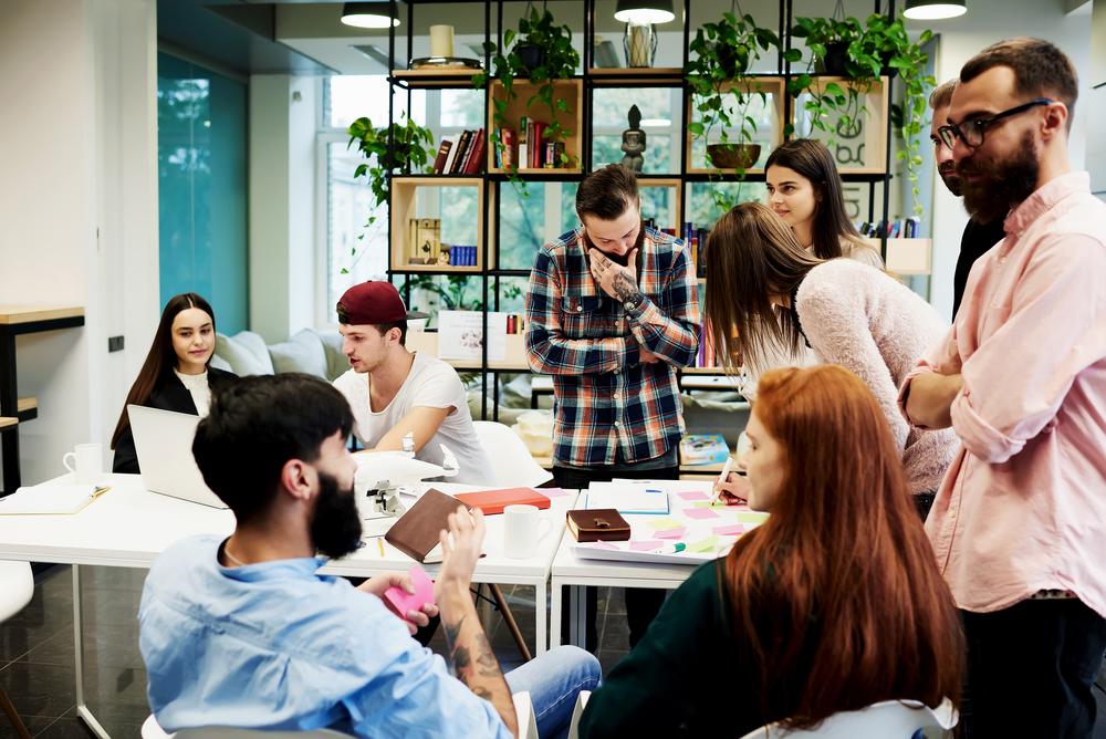 Zaangażowanie pracowników to bowiem kwestia kluczowa dla wyników biznesowych (Fot. Shutterstock)