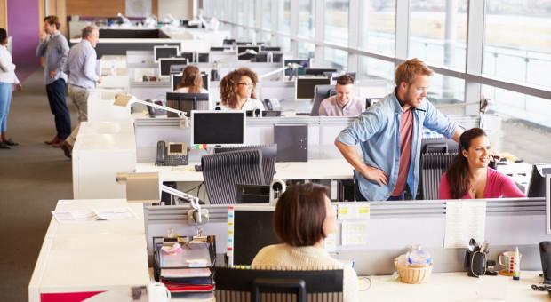 Postanowili rejestrować ruch i ciepło przy biurkach. Naruszyli przepisy?