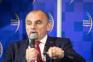 Alfred Bujara ostro o badaniach prawodawców nt. handlu w niedziele
