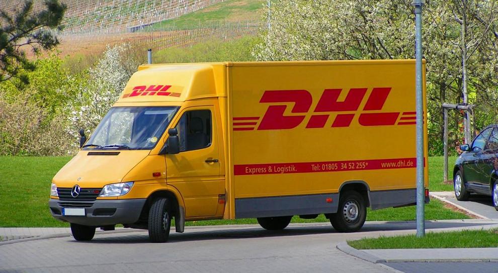 Praca jako kurier po godzinach? DHL ma świąteczną propozycję