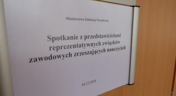 MEN. Zalewska i związkowcy negocjują nt. oceny pracy nauczycieli