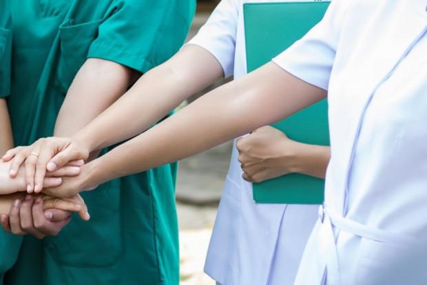 W skali kraju zabraknie nawet kilkunastu tysięcy pielęgniarek