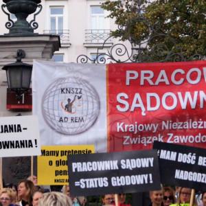 Protest w sądach przybiera na sile. Strony nie biorą jeńców