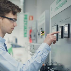 Czas na nowych inżynierów. Kto nie pójdzie z prądem, wypadnie z rynku