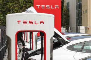 Tesla na celowniku central związkowych