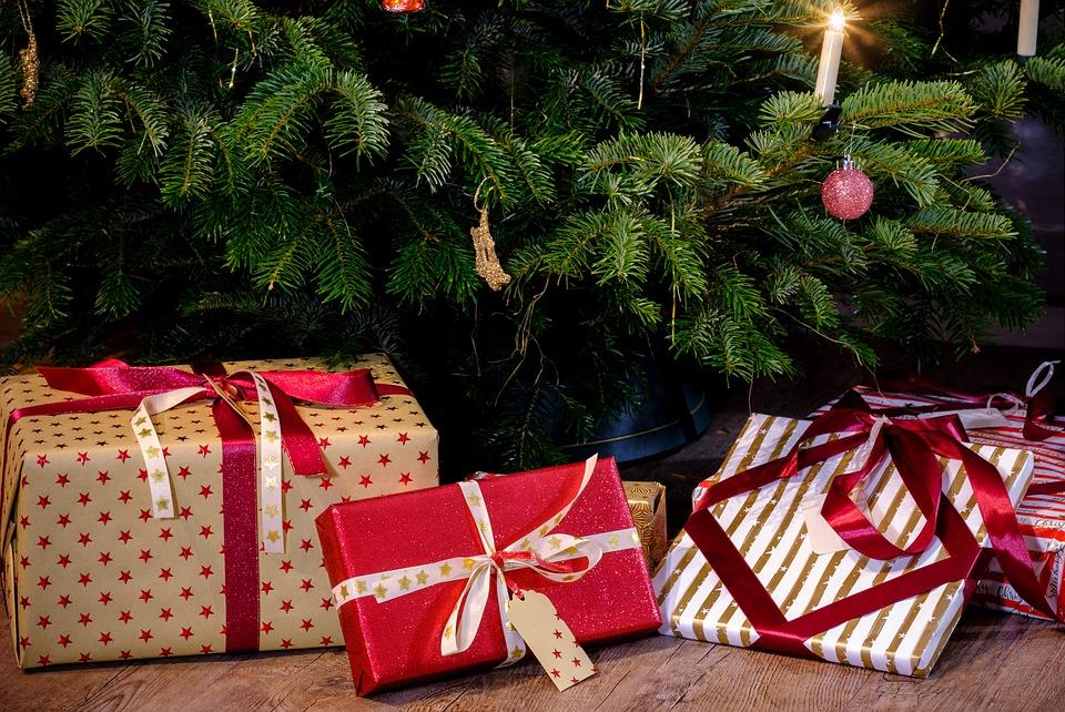 Jak wynika z badania Randstad,w tym roku pracodawcy, którzy zdecydują się na premie świąteczne dla pracowników, w większości przyznają je wszystkim zatrudnionym. (Fot. Pixabay)