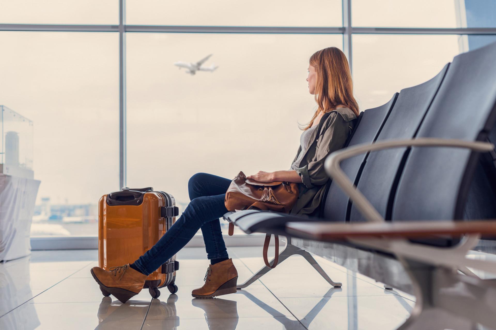 Podróżujesz służbowo i opóźnił się lot? Masz prawo do odszkodowania