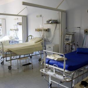 Szpitale szukają pielęgniarek, a znajdują wolne łóżka