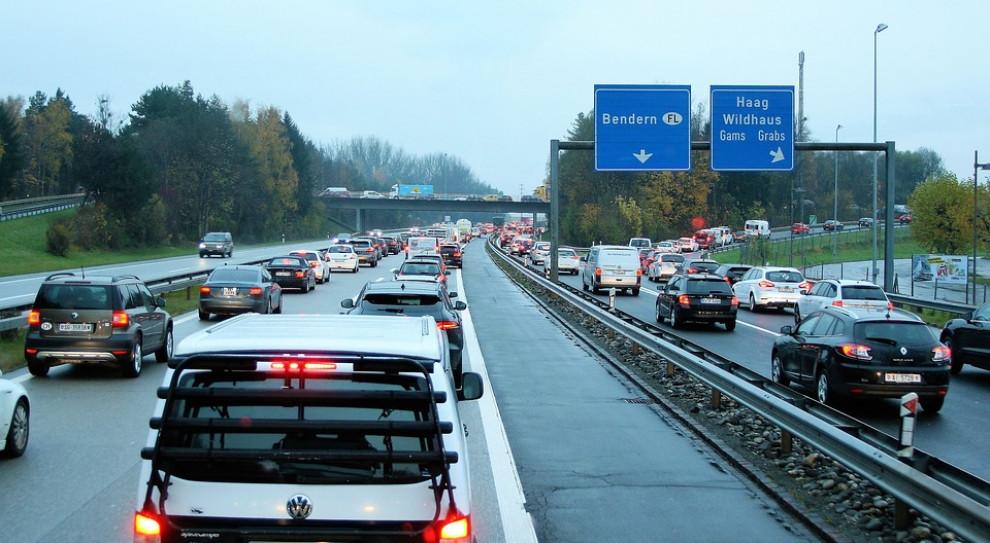 Przez niskie płace Polacy jeżdżą starymi samochodami. Golf z salonu po 19 miesiącach pracy