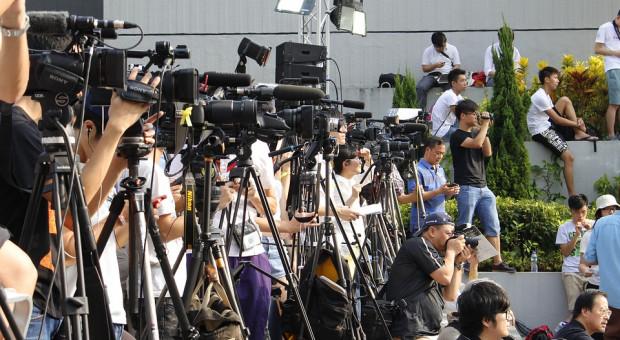 Praca dziennikarzy. Ponad 60 proc. w przyszłości nie widzi siebie w tym zawodzie