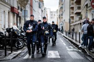 Francja. 300 euro premii dla sił porządkowych