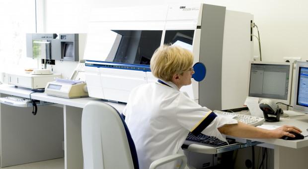 Coraz więcej pielęgniarek pracuje w zawodzie