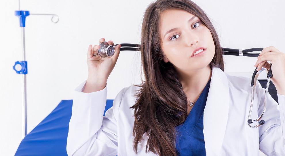 Ministerstwo Zdrowia twierdzi, że coraz więcej pielęgniarek pracuje w zawodzie